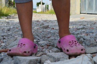 Der Junge mit den rosa Schuhen